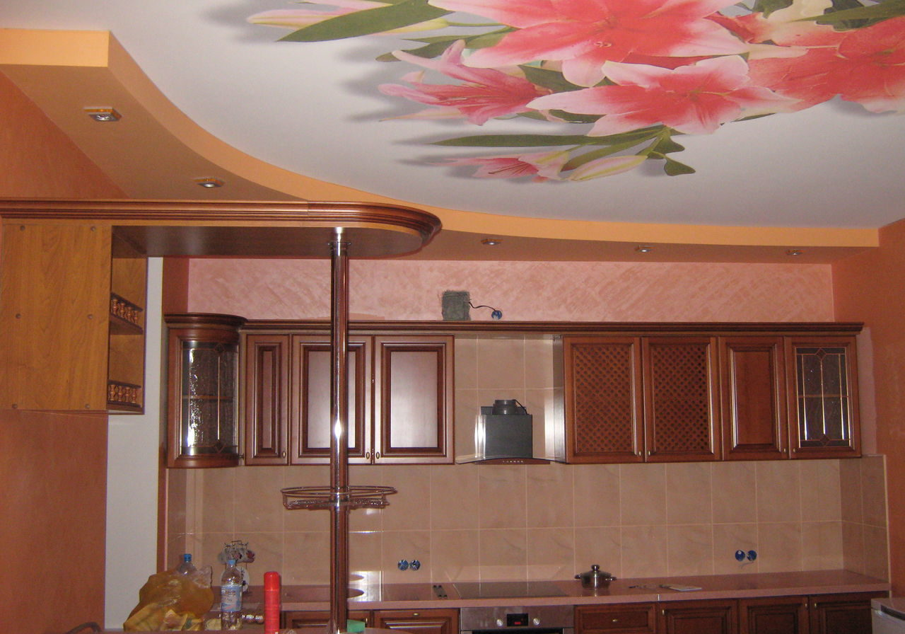 Натяжные-потолки-на-кухню-landscape